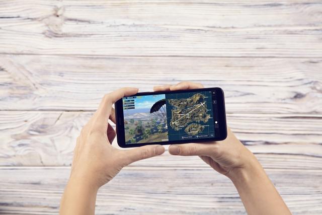 Модний, розумний, на чистому Android 8: огляд смартфона 2E F572L