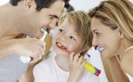 Широкий асортимент електричних звукових зубних щіток