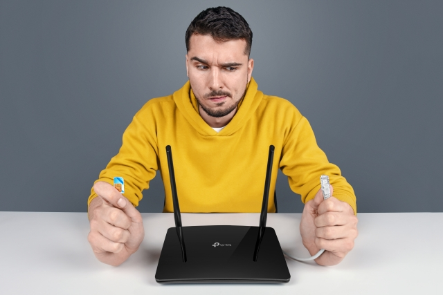 Роутер TP-LINK Archer MR200 AC750: підключення через SIM картку чи кабель – обирати тобі!